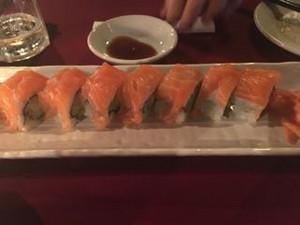 Maya_sayang_salmon_roll
