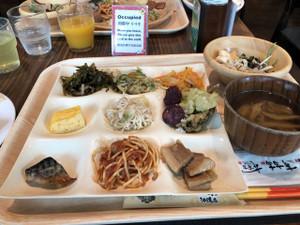 6_hotel_breakfast